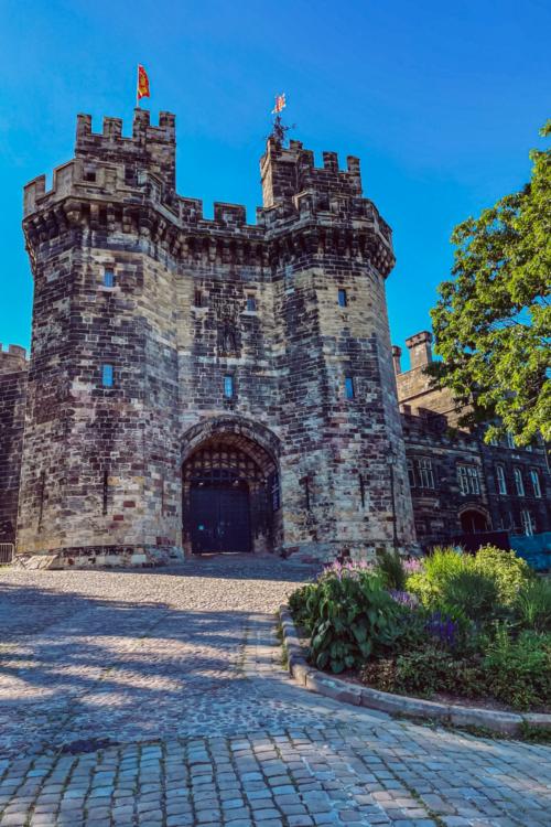 Exploring Lancaster: Lancaster Castle, Sunshine, Good Food & Drinks